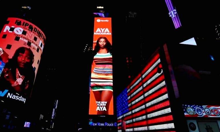 publicité d'Aya nakamura à Times Square